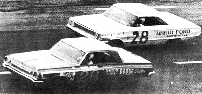 Bobby Isaac leads Freddy Lorenzen in 1964 Atlanta 500