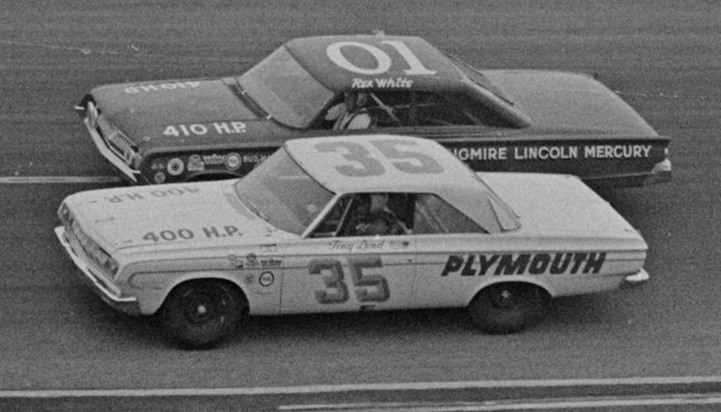 Rex White and Tiny Lund on the banks of Atlanta Speedway in trhe 500
