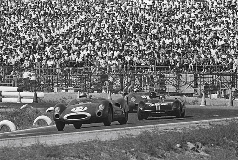 John Surtees Ferrari 275 runs 4th and is in front of Ed Leslie and Roy Salvadori with 15 laps to go in la times gp